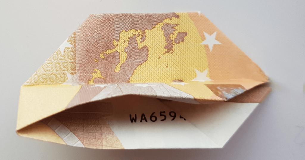 Fliege aus Geldschein falten - Schritt 11