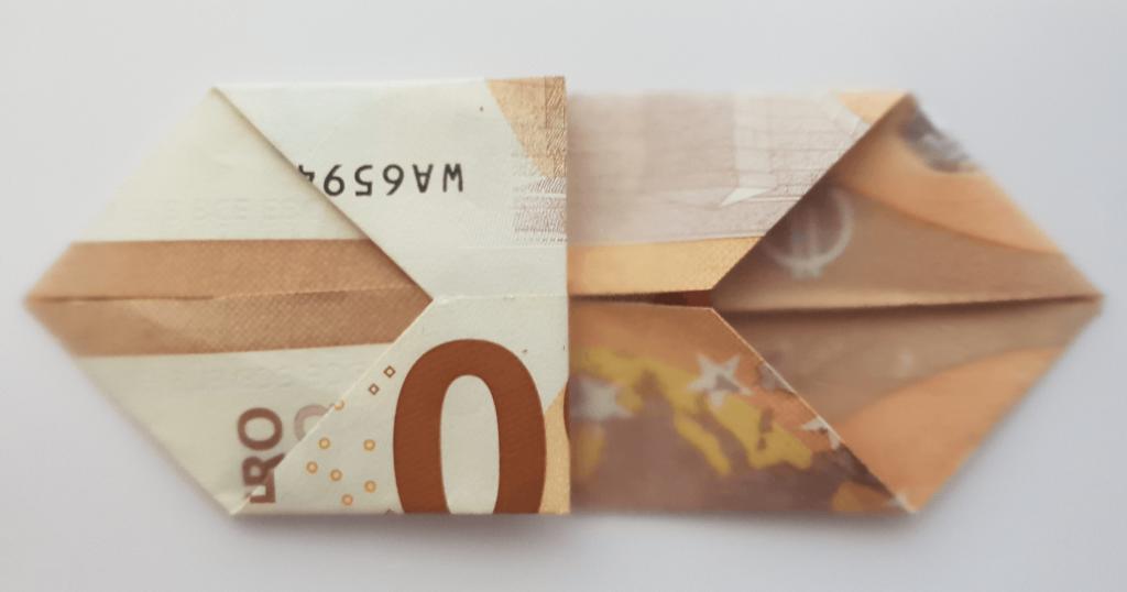 Fliege aus Geldschein falten - Schritt 14