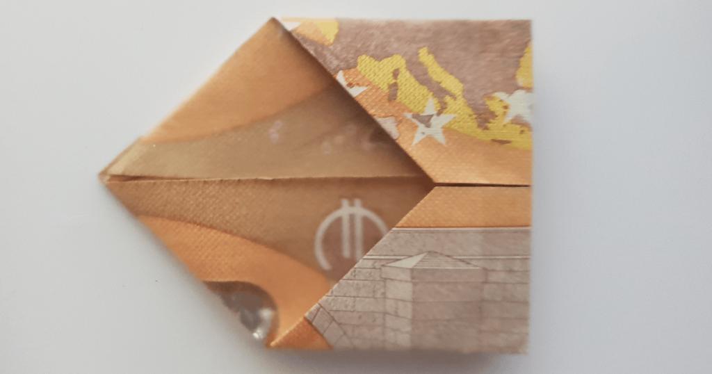 Преклопете јамка на банкноти - чекор 16