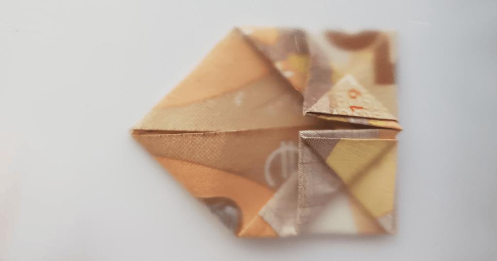 Преклопете јамка на банкноти - чекор 17