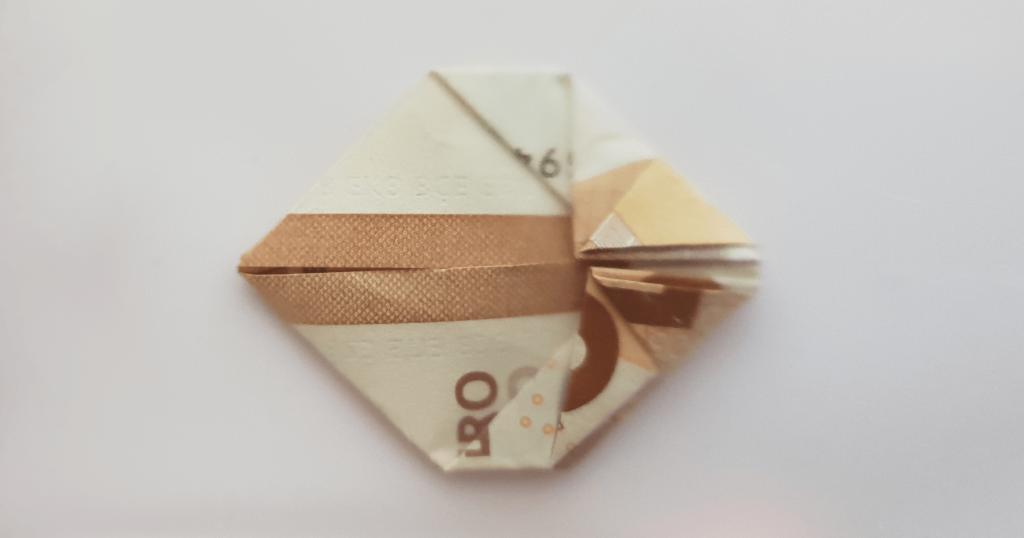 Преклопете јамка на банкноти - чекор 18