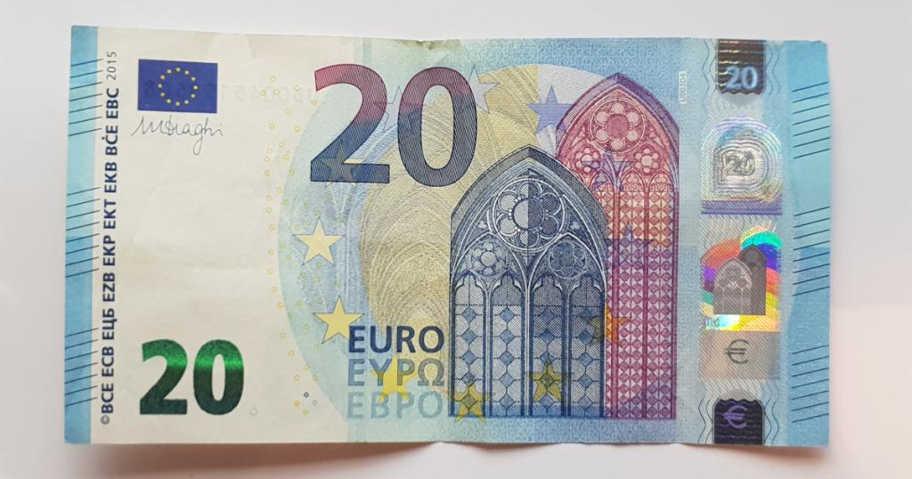 Сгънете шапката на епископа от банкнотата - стъпка 1