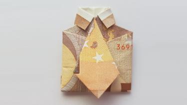 Hemd mit Krawatte aus Geldschein gefaltet - rechteckig