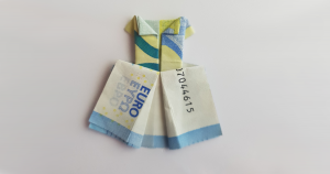 Best Cash Wedding Gift: Money Origami Dress | FaVe Mom | 158x300