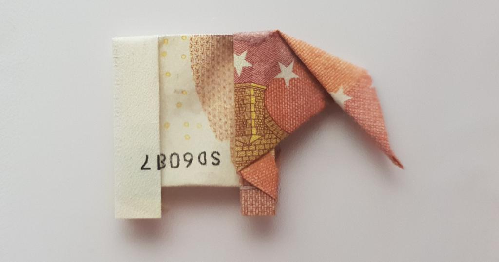 Elefante Piegante fora di una Banconota - Passu 26