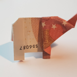 Elefante plegable de un billete