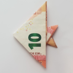 Сгъване на риба от банкнота