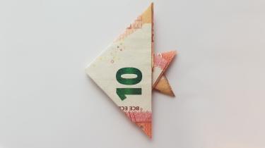 Fisch aus einem Geldschein gefaltet