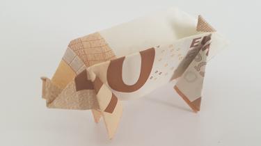 Schwein aus einem Geldschein gefaltet - stehend