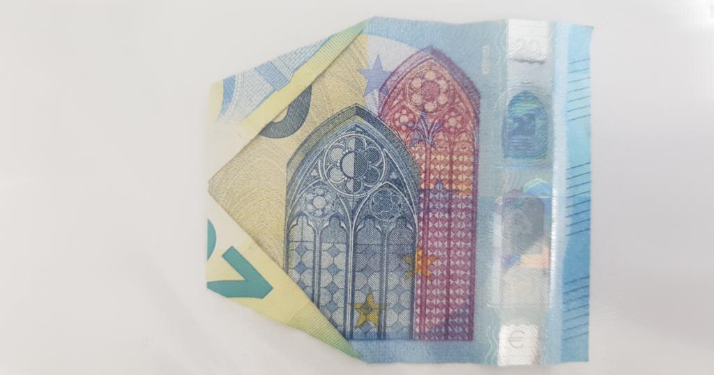Сгъваем паун от банкнота - стъпка 12