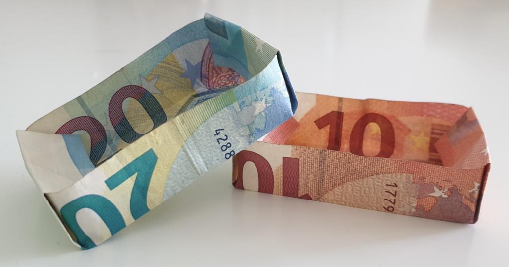 Kutije presavijene iz novčanica