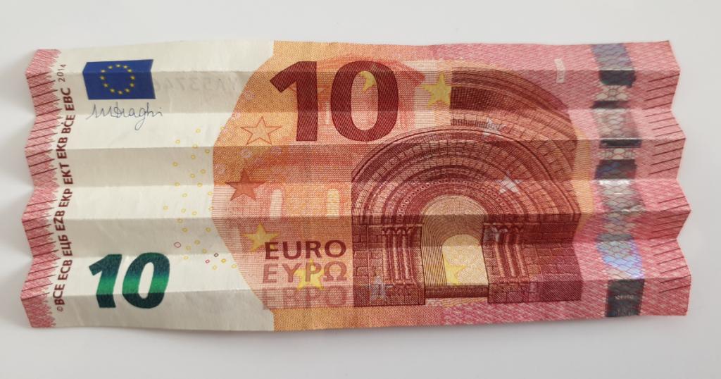 Kukkuva tähe voltimine pangatähtedelt - 10. samm