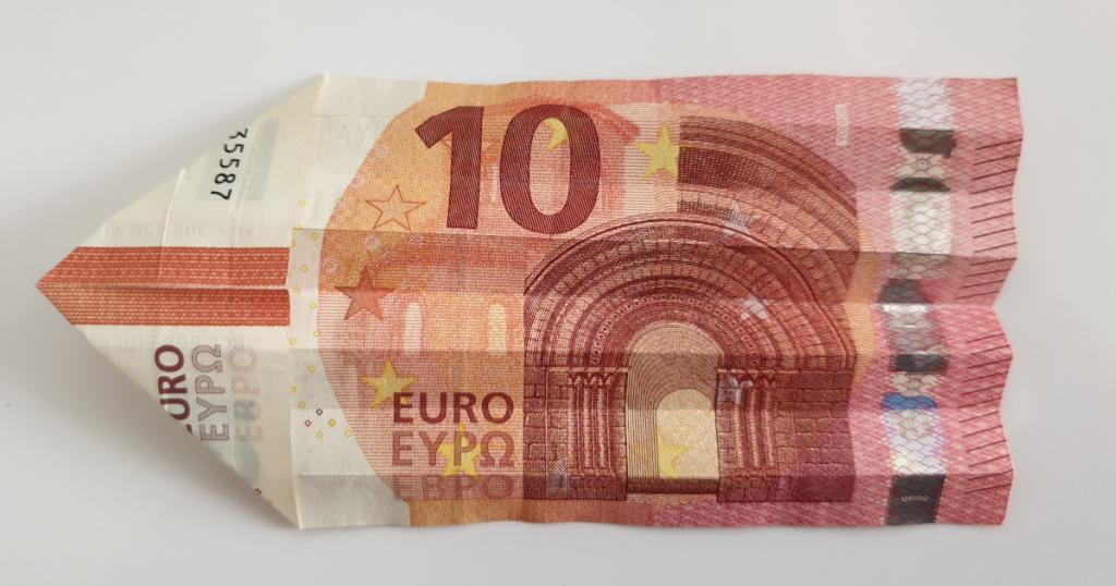 Kukkuva tähe voltimine pangatähtedelt - 11. samm
