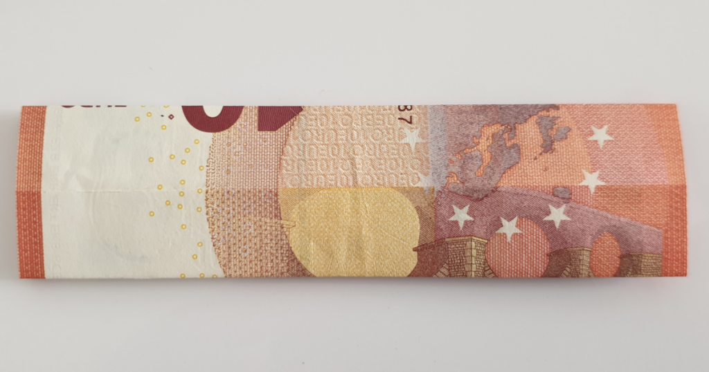 Kukkuva tähe voltimine pangatähtedelt - 6. samm