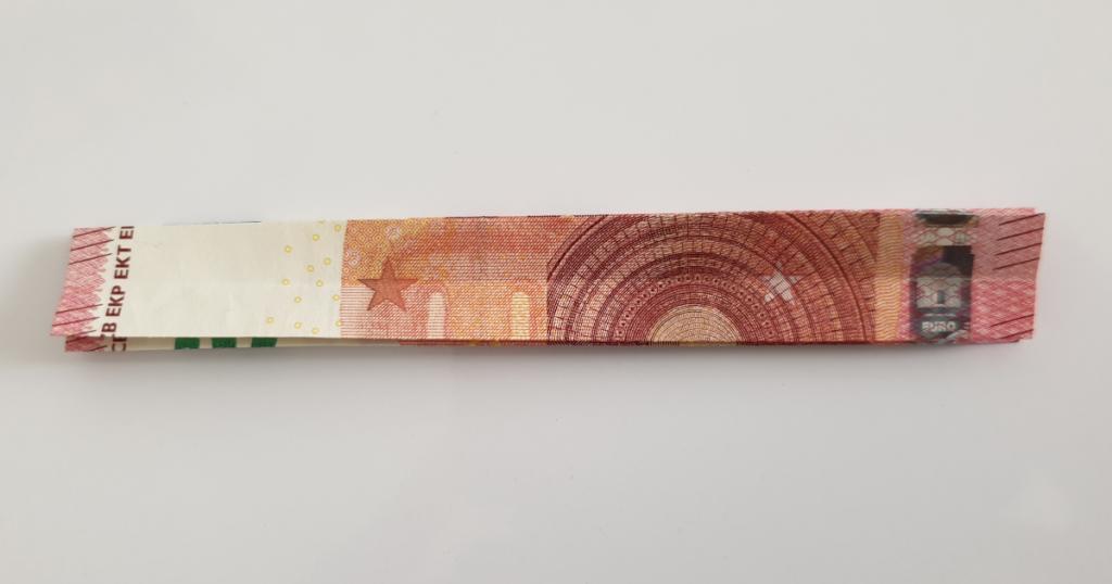 Kukkuva tähe voltimine pangatähtedelt - 8. samm