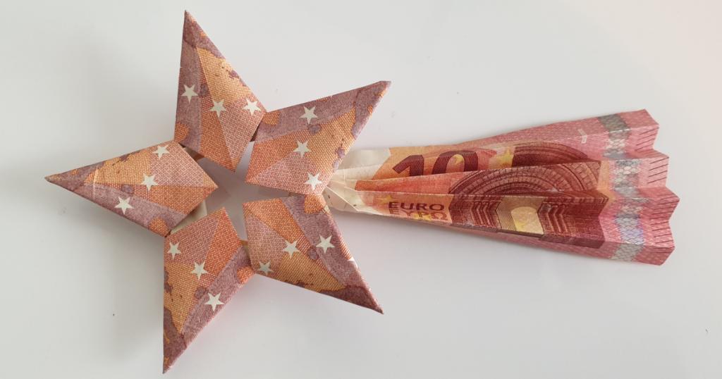Estrela caída dobrada de billetes