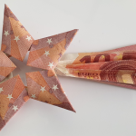Folding a falling star out of banknotes